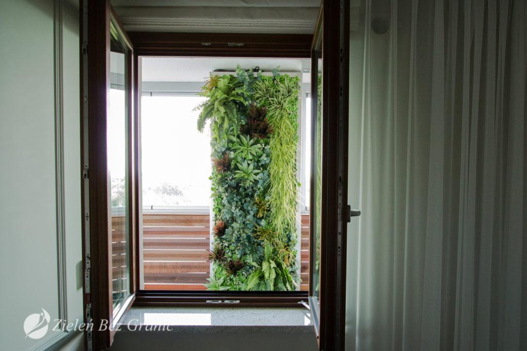 Zielona ściana na tarasie.
